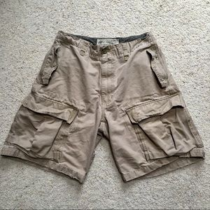 AMERICAN EAGLE CARGO SHORTS SIZE 31